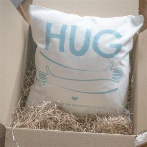 hugs-cushion